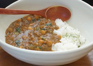 ほうれん草とお豆のカレーライス