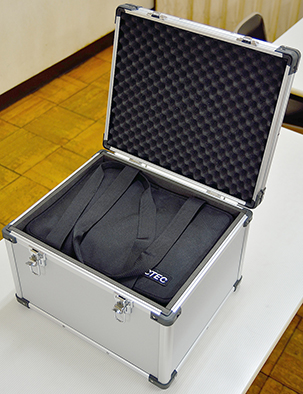 タブレット10台運搬用ソフトケース用アルミケース04